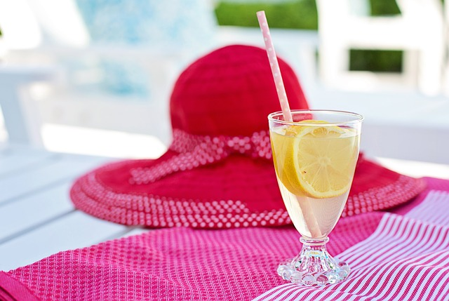 klobouk u limonády.jpg
